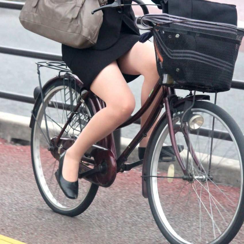 【自転車OLエロ画像】OLスーツのタイトスカートの太ももや美尻、パンチラが堪らなさすぎるOL自転車のエロ画像集!ww【80枚】 73