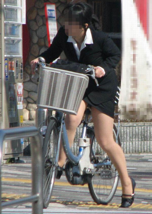 【自転車OLエロ画像】OLスーツのタイトスカートの太ももや美尻、パンチラが堪らなさすぎるOL自転車のエロ画像集!ww【80枚】 74