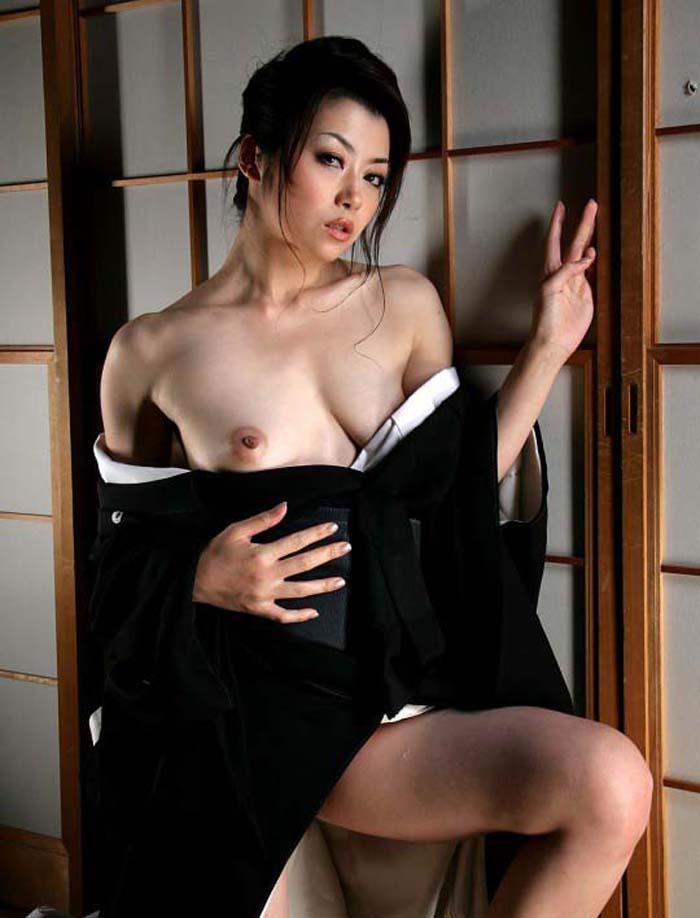【和服エロ画像】着物の美魔女熟女や浴衣の清楚な美少女たちの帯を引っ張り脱がせながらガチハメしちゃった和服のエロ画像集ww【80枚】 80