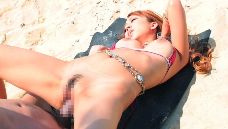 【ビーチセックスエロ画像】開放的な夏のビーチで水着ギャルのビキニをずらして乱交セックス!!海岸で我慢できずに青姦しちゃったビーチセックスのエロ画像集!ww【80枚】 03