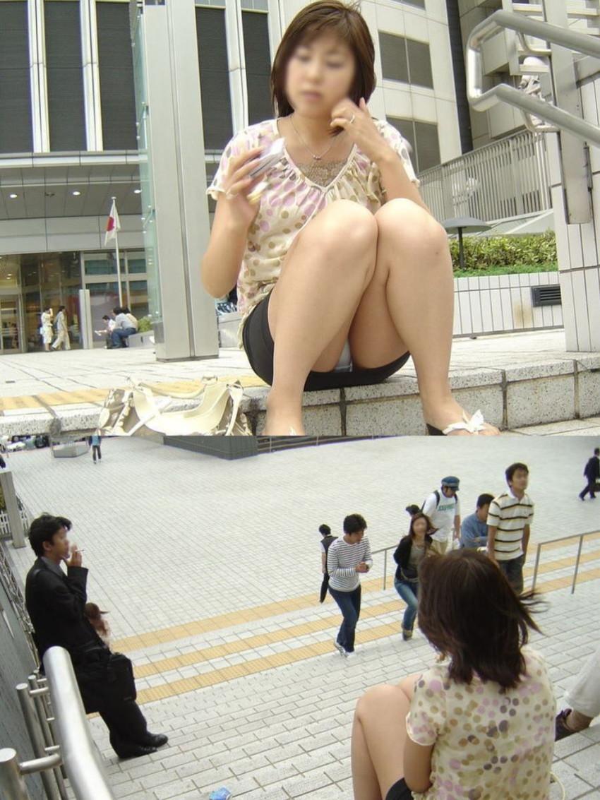 【しゃがみパンチラエロ画像】素人の美少女やお姉さん達が街中でしゃがんでパンチラしてるのに気づかないとかマジ神!モリマン股間を盗撮したったしゃがみパンチラのエロ画像集!ww【80枚】 74