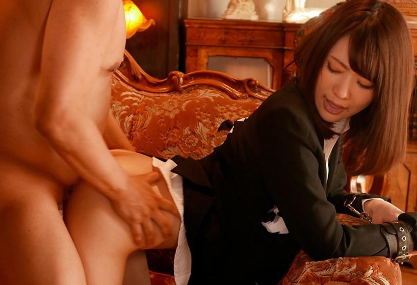 【半裸セックスエロ画像】服やランジェリーを完全にぬがさずずらして美乳を吸ったりおまんこにブチ込んでる半裸セックスのエロ画像集!ww【80枚】 19