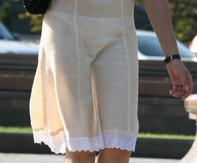【透けスカートエロ画像】スカート透けてパンティー丸見えなのに気づかない素人女子たちの透けスカートのエロ画像集!ww【80枚】