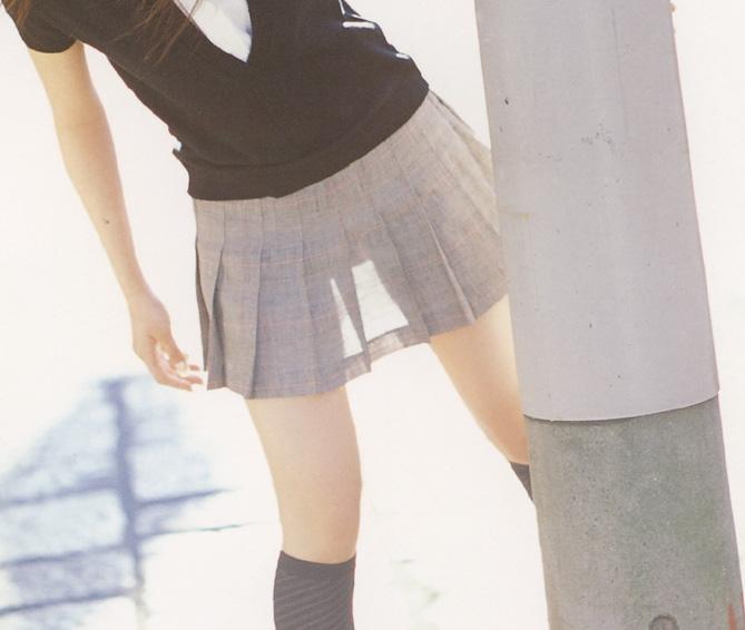【透けスカートエロ画像】スカート透けてパンティー丸見えなのに気づかない素人女子たちの透けスカートのエロ画像集!ww【80枚】 04