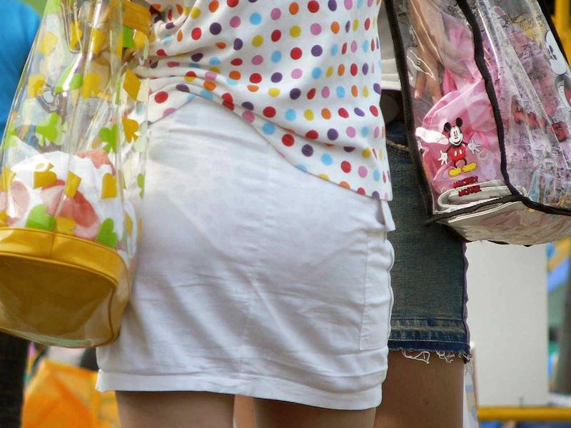 【透けスカートエロ画像】スカート透けてパンティー丸見えなのに気づかない素人女子たちの透けスカートのエロ画像集!ww【80枚】 07