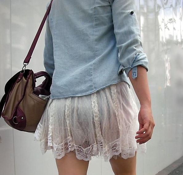 【透けスカートエロ画像】スカート透けてパンティー丸見えなのに気づかない素人女子たちの透けスカートのエロ画像集!ww【80枚】 10