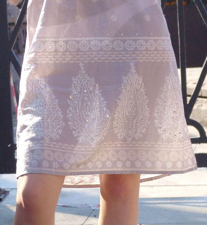 【透けスカートエロ画像】スカート透けてパンティー丸見えなのに気づかない素人女子たちの透けスカートのエロ画像集!ww【80枚】 14