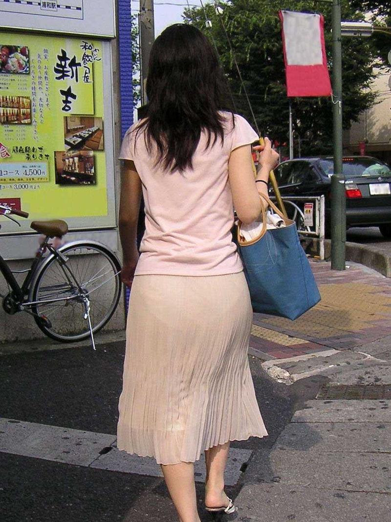 【透けスカートエロ画像】スカート透けてパンティー丸見えなのに気づかない素人女子たちの透けスカートのエロ画像集!ww【80枚】 19