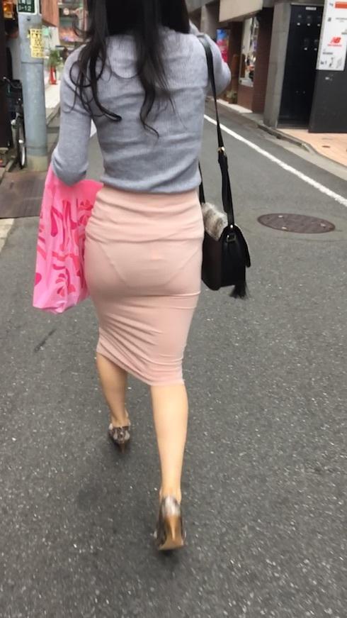 【透けスカートエロ画像】スカート透けてパンティー丸見えなのに気づかない素人女子たちの透けスカートのエロ画像集!ww【80枚】 21