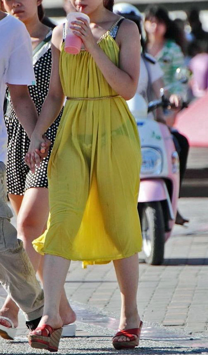 【透けスカートエロ画像】スカート透けてパンティー丸見えなのに気づかない素人女子たちの透けスカートのエロ画像集!ww【80枚】 23