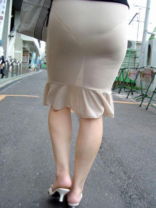 【透けスカートエロ画像】スカート透けてパンティー丸見えなのに気づかない素人女子たちの透けスカートのエロ画像集!ww【80枚】 35