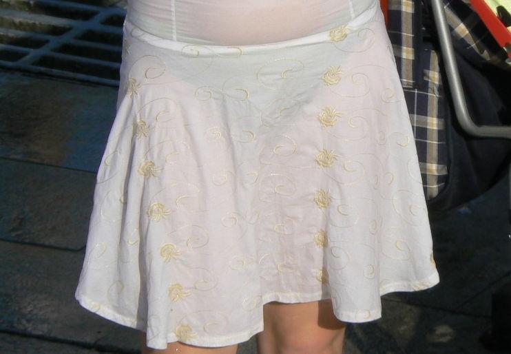 【透けスカートエロ画像】スカート透けてパンティー丸見えなのに気づかない素人女子たちの透けスカートのエロ画像集!ww【80枚】 36