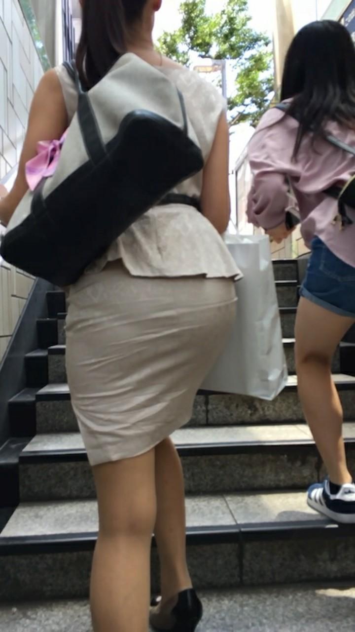 【透けスカートエロ画像】スカート透けてパンティー丸見えなのに気づかない素人女子たちの透けスカートのエロ画像集!ww【80枚】 44