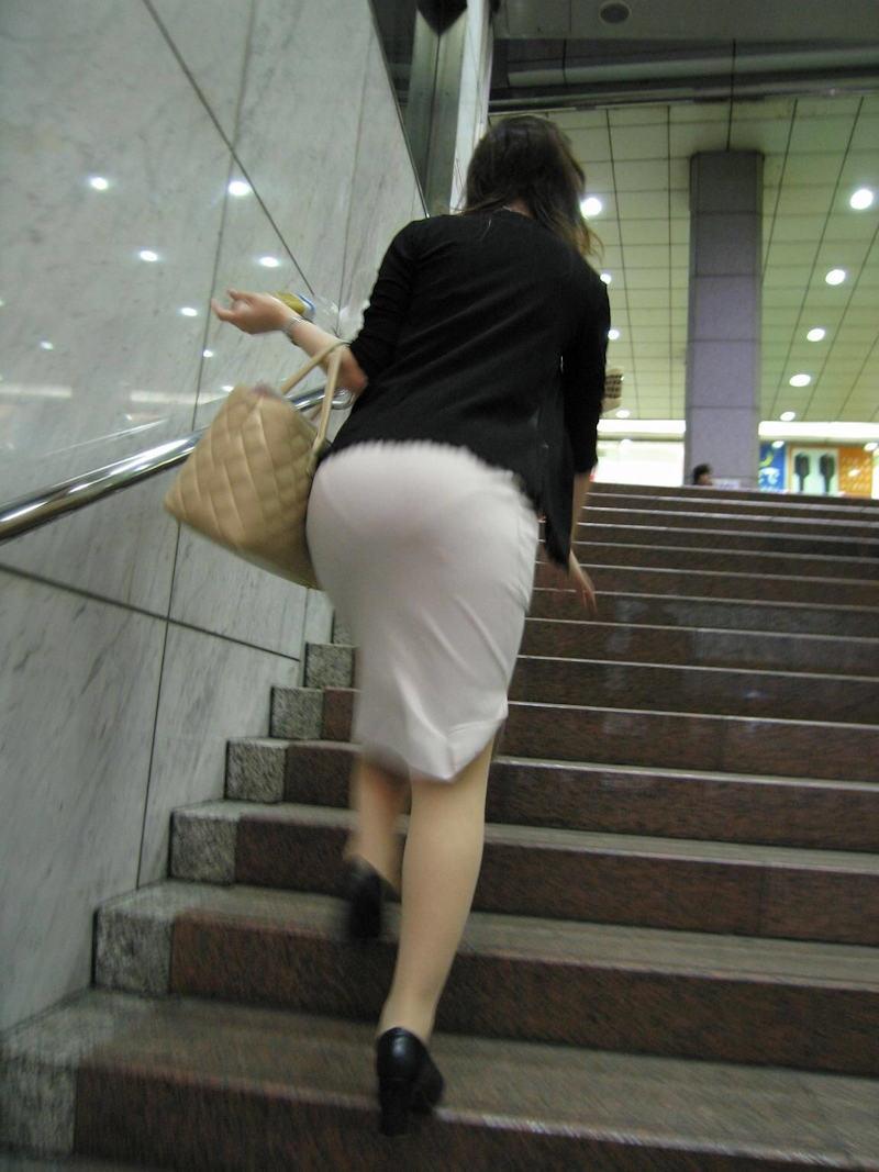 【透けスカートエロ画像】スカート透けてパンティー丸見えなのに気づかない素人女子たちの透けスカートのエロ画像集!ww【80枚】 45