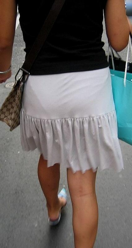 【透けスカートエロ画像】スカート透けてパンティー丸見えなのに気づかない素人女子たちの透けスカートのエロ画像集!ww【80枚】 46