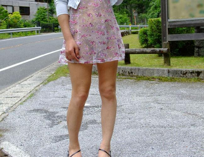 【透けスカートエロ画像】スカート透けてパンティー丸見えなのに気づかない素人女子たちの透けスカートのエロ画像集!ww【80枚】 47