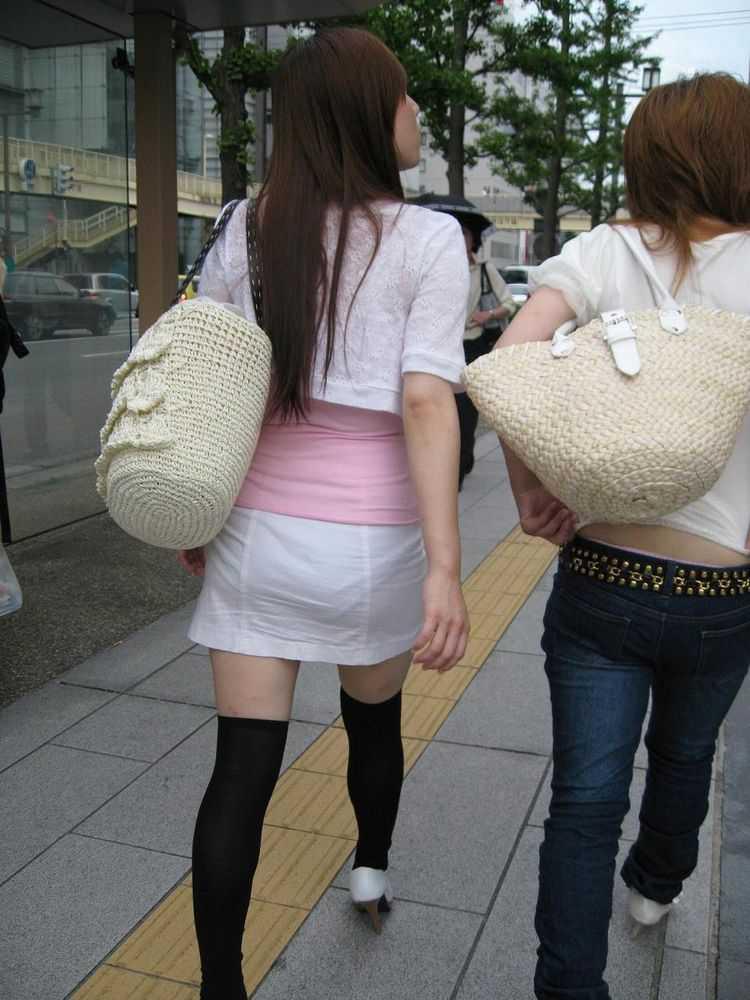 【透けスカートエロ画像】スカート透けてパンティー丸見えなのに気づかない素人女子たちの透けスカートのエロ画像集!ww【80枚】 57