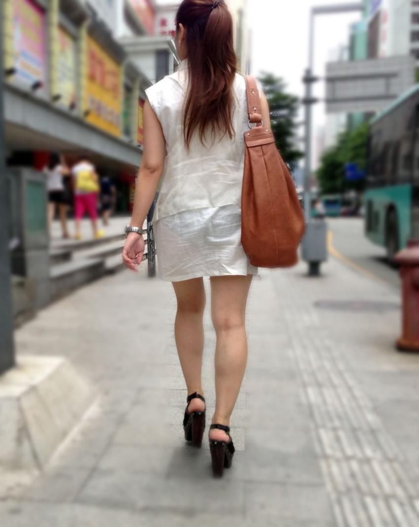 【透けスカートエロ画像】スカート透けてパンティー丸見えなのに気づかない素人女子たちの透けスカートのエロ画像集!ww【80枚】 70