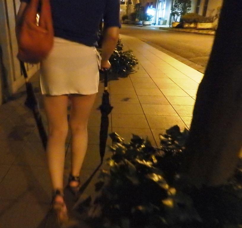 【透けスカートエロ画像】スカート透けてパンティー丸見えなのに気づかない素人女子たちの透けスカートのエロ画像集!ww【80枚】 72
