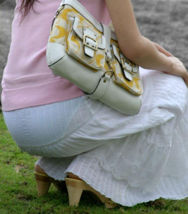 【透けスカートエロ画像】スカート透けてパンティー丸見えなのに気づかない素人女子たちの透けスカートのエロ画像集!ww【80枚】 74