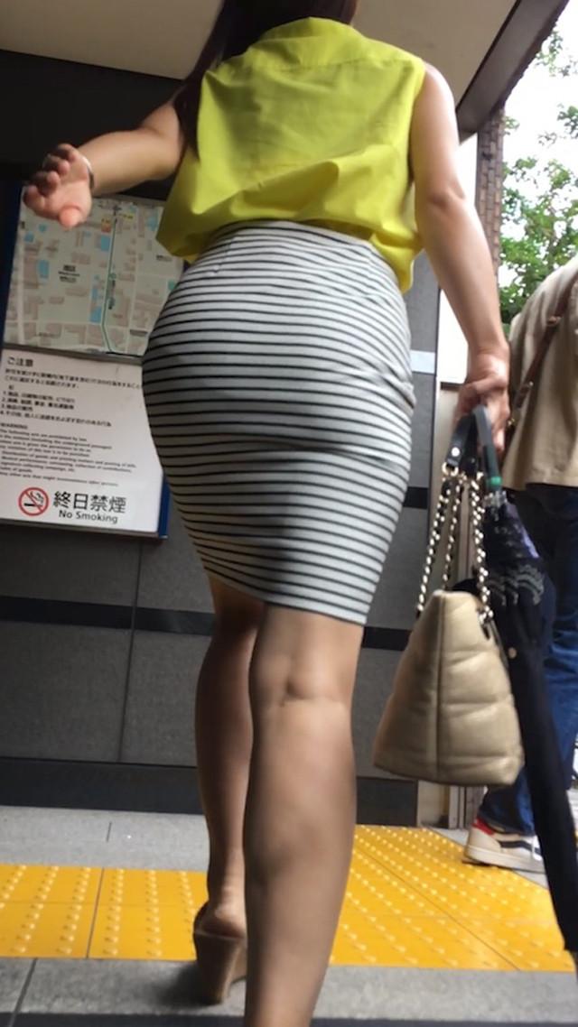 【透けスカートエロ画像】スカート透けてパンティー丸見えなのに気づかない素人女子たちの透けスカートのエロ画像集!ww【80枚】 77