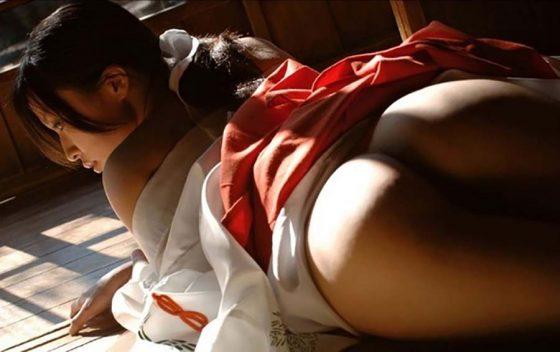 【巫女コスプレエロ画像】神聖な巫女装束を着た美少女たちがご奉仕フェラしてコスプレセックスしてる巫女コスプレのエロ画像集!ww【80枚】 07