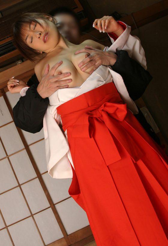 【巫女コスプレエロ画像】神聖な巫女装束を着た美少女たちがご奉仕フェラしてコスプレセックスしてる巫女コスプレのエロ画像集!ww【80枚】 71