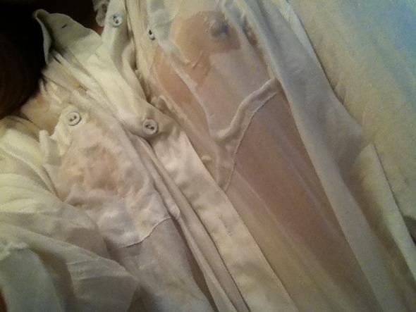 【濡れ透け乳首エロ画像】ノーブラ娘たちが服をびしょ濡れ状態にして乳首が丸見え!全裸よりもエロくなってる濡れ透け乳首のエロ画像集ww【80枚】 05