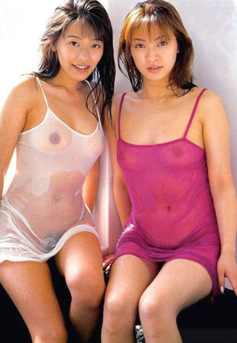 【濡れ透け乳首エロ画像】ノーブラ娘たちが服をびしょ濡れ状態にして乳首が丸見え!全裸よりもエロくなってる濡れ透け乳首のエロ画像集ww【80枚】 59