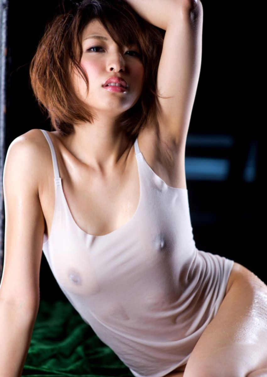 【濡れ透け乳首エロ画像】ノーブラ娘たちが服をびしょ濡れ状態にして乳首が丸見え!全裸よりもエロくなってる濡れ透け乳首のエロ画像集ww【80枚】 80