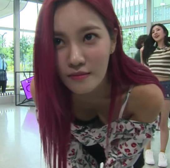 【韓国アイドルエロ画像】スタイル抜群でカワイ過ぎる韓国アイドル達がパンチラや尻チラ、まんすじ食い込ませて胸チラもさせちゃってる韓国アイドルのエロ画像集ww【80枚】 36