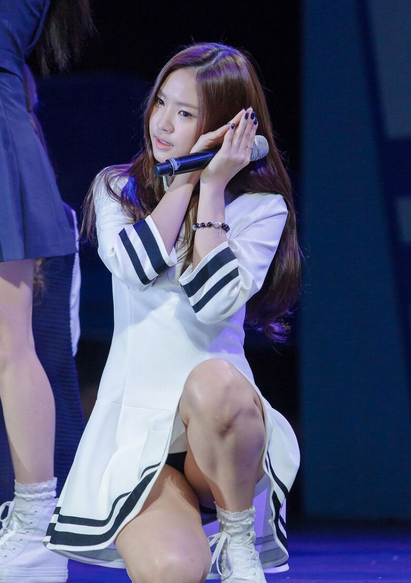 【韓国アイドルエロ画像】スタイル抜群でカワイ過ぎる韓国アイドル達がパンチラや尻チラ、まんすじ食い込ませて胸チラもさせちゃってる韓国アイドルのエロ画像集ww【80枚】 37