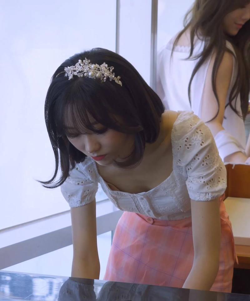 【韓国アイドルエロ画像】スタイル抜群でカワイ過ぎる韓国アイドル達がパンチラや尻チラ、まんすじ食い込ませて胸チラもさせちゃってる韓国アイドルのエロ画像集ww【80枚】 39
