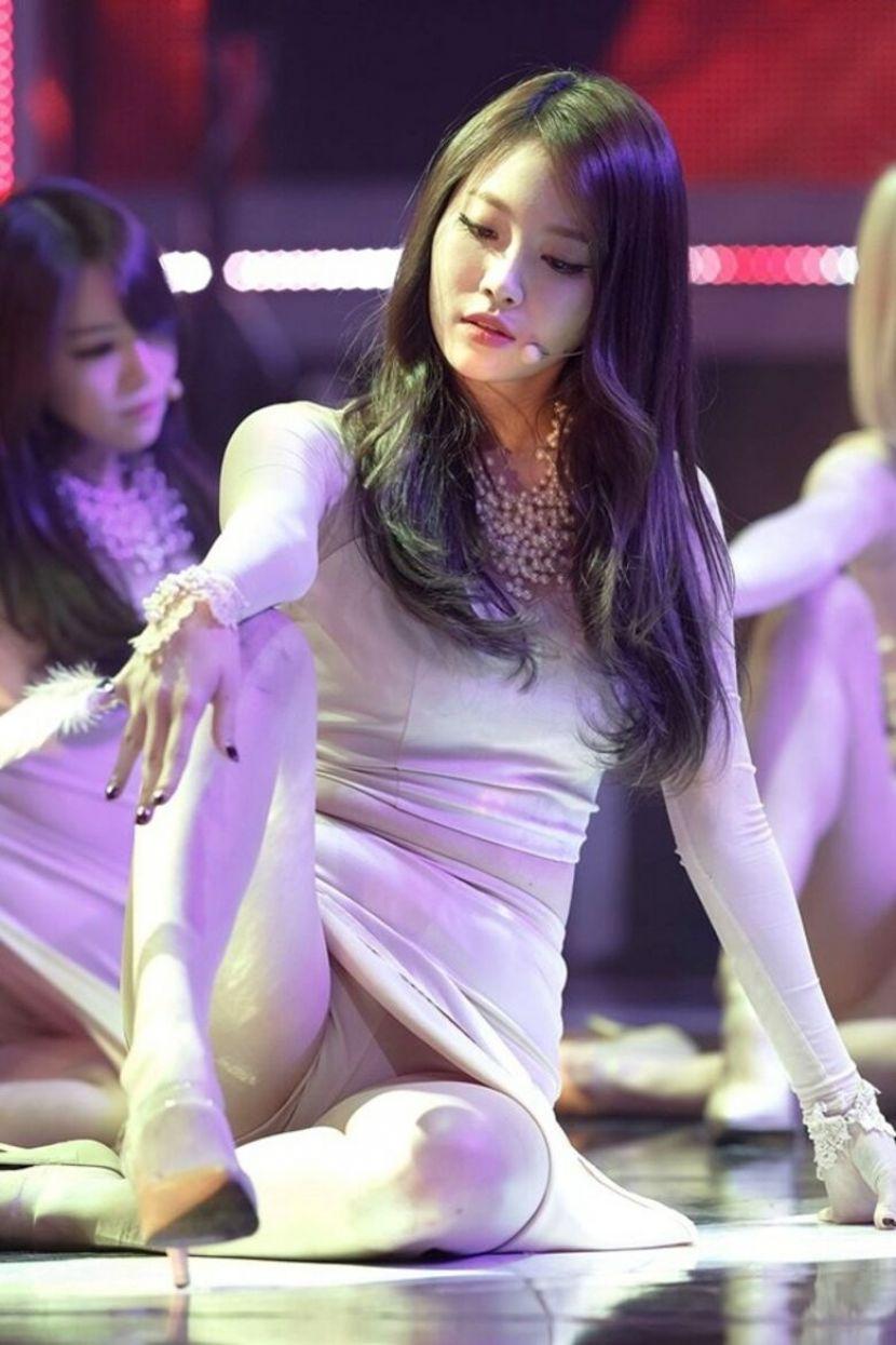 【韓国アイドルエロ画像】スタイル抜群でカワイ過ぎる韓国アイドル達がパンチラや尻チラ、まんすじ食い込ませて胸チラもさせちゃってる韓国アイドルのエロ画像集ww【80枚】 47