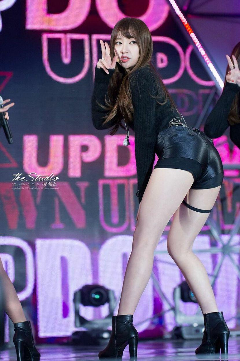 【韓国アイドルエロ画像】スタイル抜群でカワイ過ぎる韓国アイドル達がパンチラや尻チラ、まんすじ食い込ませて胸チラもさせちゃってる韓国アイドルのエロ画像集ww【80枚】 54