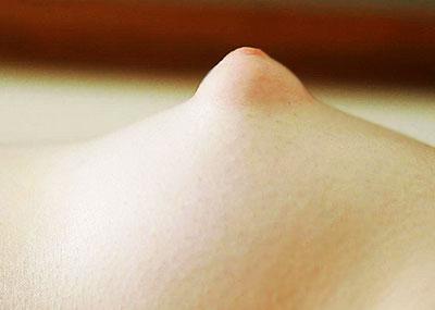 【ぷっくり乳首エロ画像】乳輪がぷっくり膨れてパフィーニップルとも呼ばれるぷっくり乳首ww中に詰まってるものを吸い出したくなるぷっくり乳首のエロ画像集!ww【80枚】