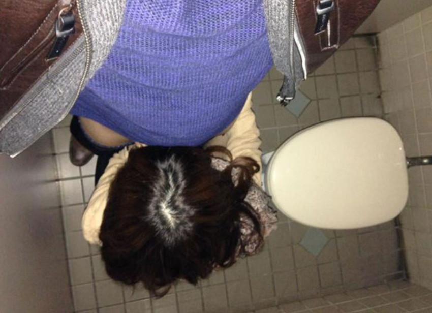 【トイレセックスエロ画像】公共トイレでフェラさせたり立ちバック挿入させてエロヤバ過ぎるトイレセックスのエロ画像集ww【80枚】 75