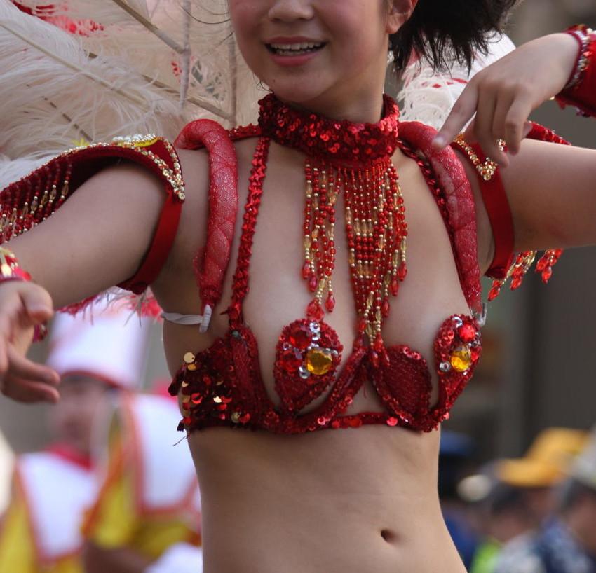 【サンバカーニバルエロ画像】日本の商店がでも胸チラ尻チラ必死のエロコスになってきた過激過ぎるサンバカーニバルのエロ画像集ww【80枚】 07