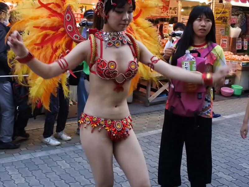 【サンバカーニバルエロ画像】日本の商店がでも胸チラ尻チラ必死のエロコスになってきた過激過ぎるサンバカーニバルのエロ画像集ww【80枚】 13