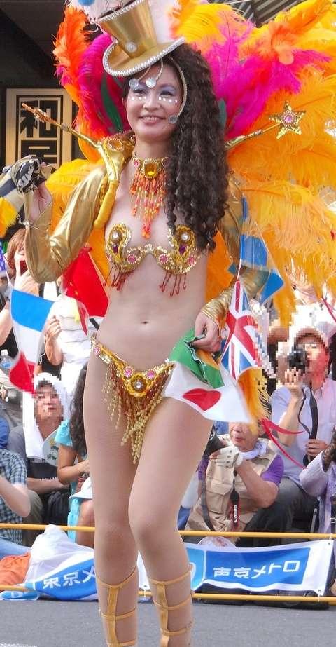 【サンバカーニバルエロ画像】日本の商店がでも胸チラ尻チラ必死のエロコスになってきた過激過ぎるサンバカーニバルのエロ画像集ww【80枚】 77