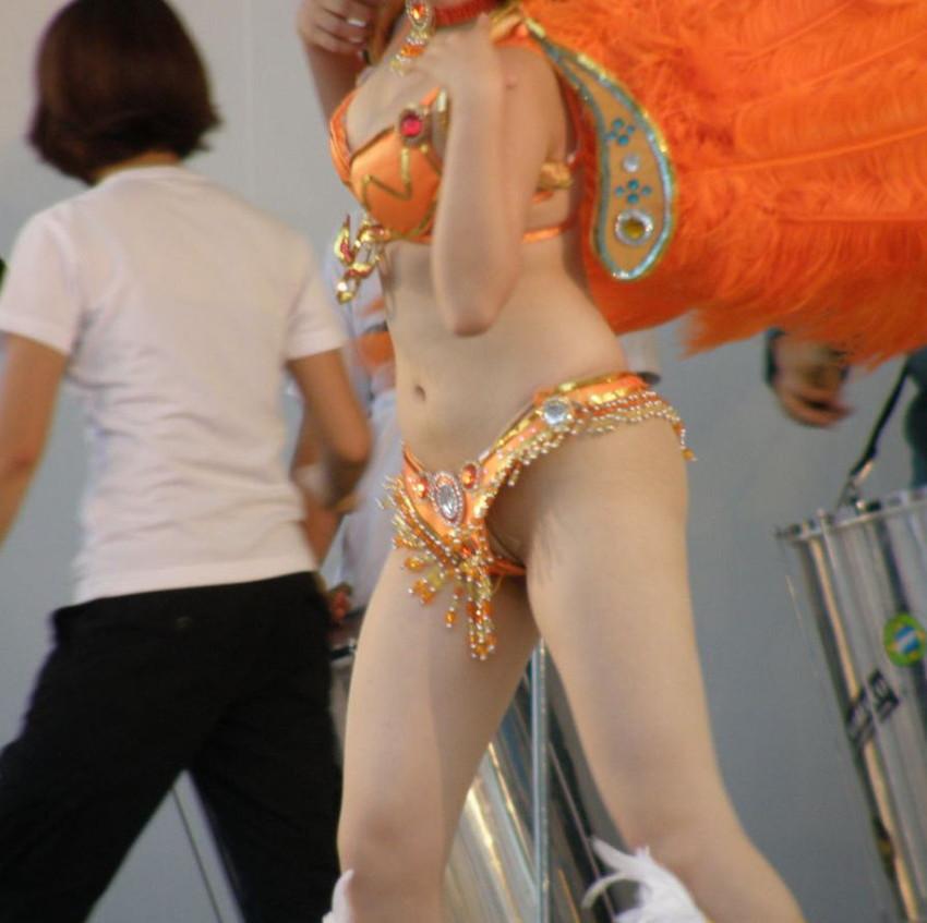 【サンバカーニバルエロ画像】日本の商店がでも胸チラ尻チラ必死のエロコスになってきた過激過ぎるサンバカーニバルのエロ画像集ww【80枚】 79