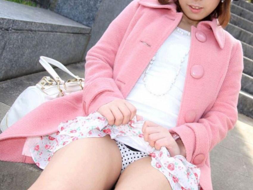 【スカートたくし上げエロ画像】スカートの美少女やお姉さん達が恥じらいながらゆっくりとパンティー見せてくれてるスカートたくし上げのエロ画像集!ww【80枚】