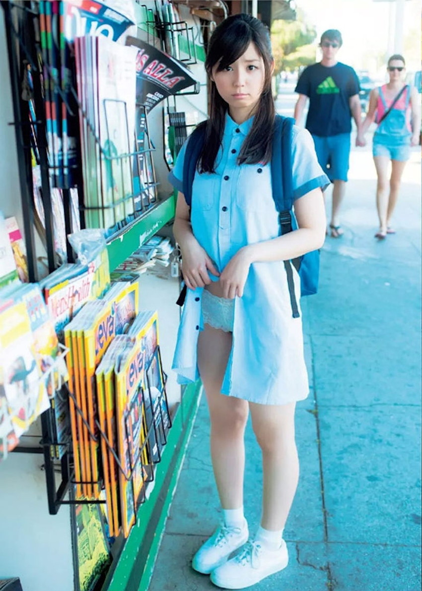 【スカートたくし上げエロ画像】スカートの美少女やお姉さん達が恥じらいながらゆっくりとパンティー見せてくれてるスカートたくし上げのエロ画像集!ww【80枚】 33