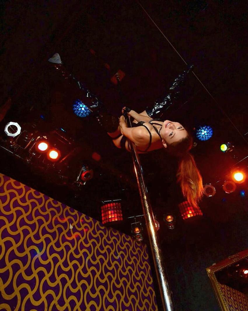 【ポールダンサーエロ画像】ポールダンサーが大開脚して筋肉美と締り良さそうなおまんこをチラ見せしてるポールダンサーのエロ画像集ww【80枚】 23