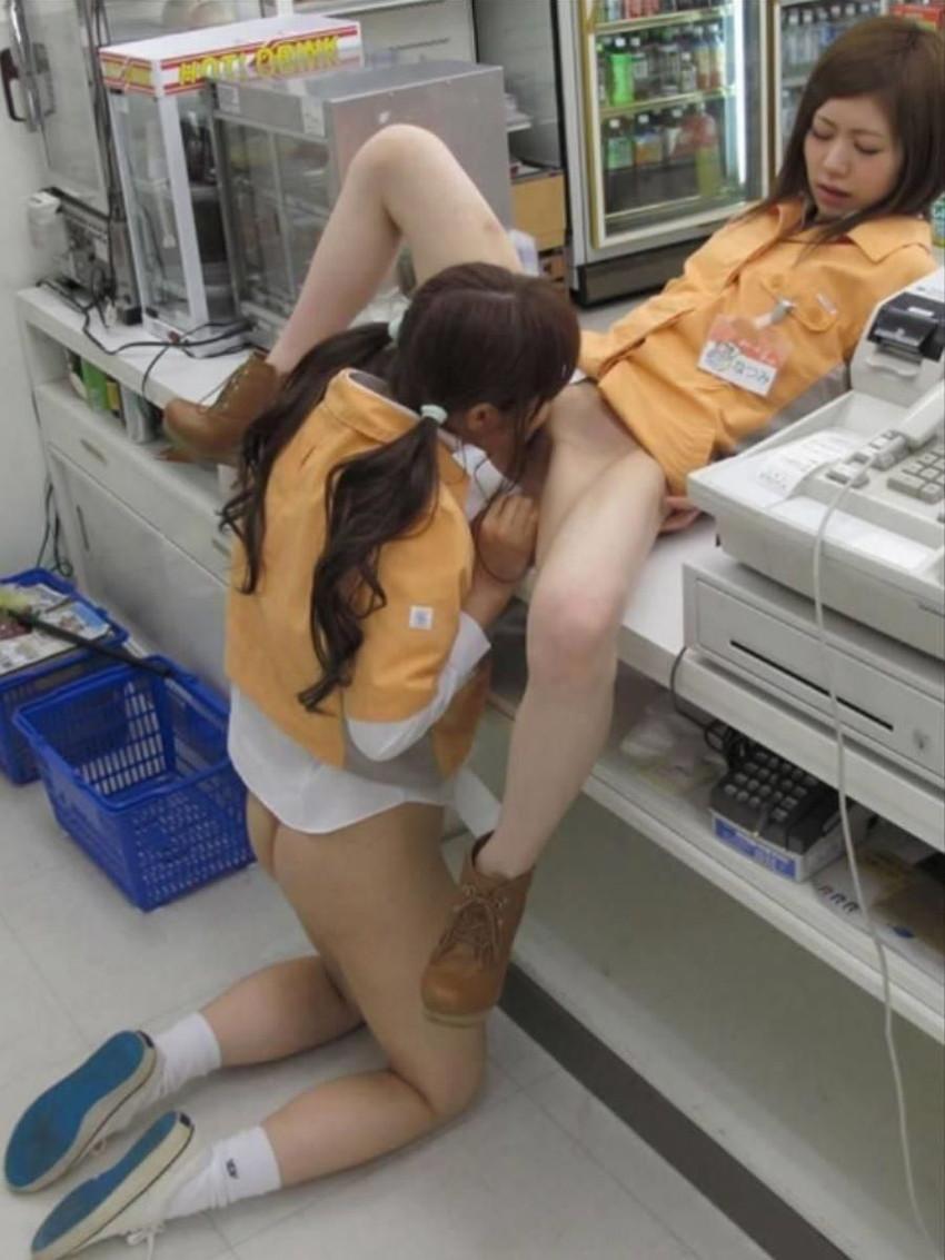 【レズクンニエロ画像】レズビアンビッチや百合美少女たちが互いのまんこを唾液まみれに!レズクンニのエロ画像集ww【80枚】 36