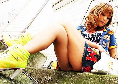 【足組みエロ画像】パンティー見えそうで見えない美脚なOLやお姉さんたちの足組みエロ画像集ww【80枚】