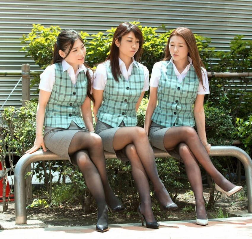【足組みエロ画像】パンティー見えそうで見えない美脚なOLやお姉さんたちの足組みエロ画像集ww【80枚】 06