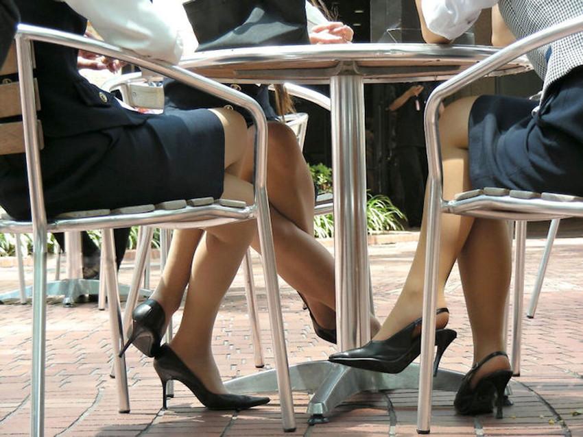 【足組みエロ画像】パンティー見えそうで見えない美脚なOLやお姉さんたちの足組みエロ画像集ww【80枚】 13