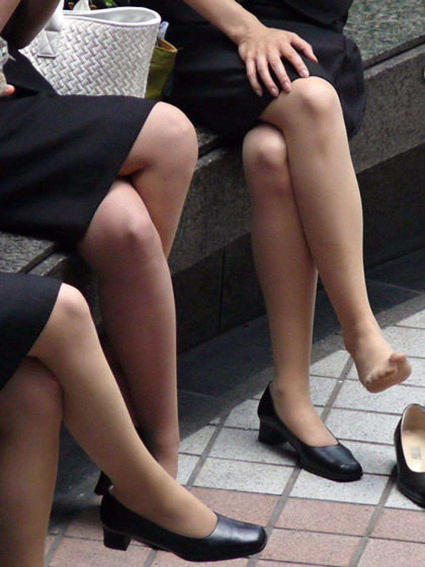 【足組みエロ画像】パンティー見えそうで見えない美脚なOLやお姉さんたちの足組みエロ画像集ww【80枚】 43