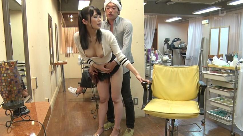 【美容院セックスエロ画像】散髪しにきたら美容師に胸チラ見せつけられてガチセックスwwサービスでフェラや手コキもしてくれた美容院セックスのエロ画像集ww【80枚】 49